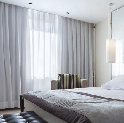 habitacion con cortinas insonorizantes
